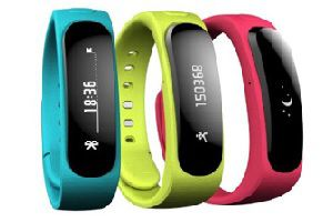 Huawei TalkBand B1 Smartband with Removable Earpiece launched